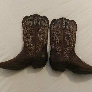 Size 10 Ladies Justin western boots snip toe